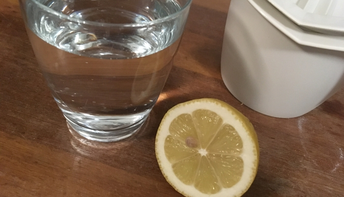 Drik citronsaft om morgenen